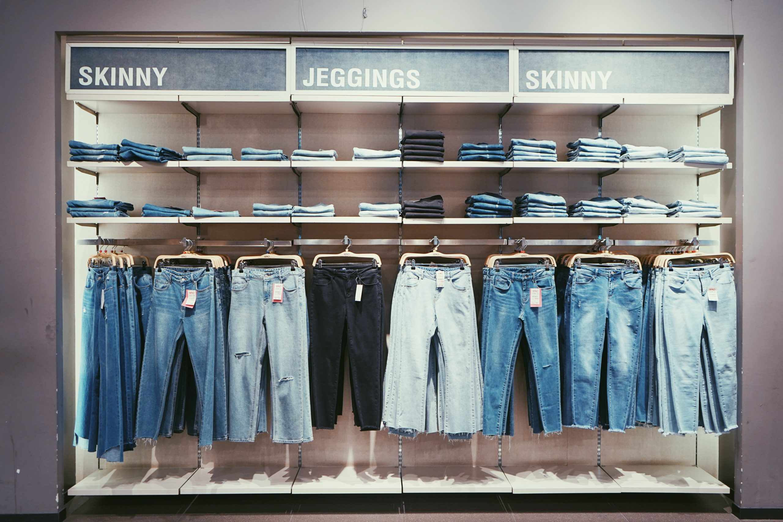 Jeans blu scuro capo jolly del guardaroba